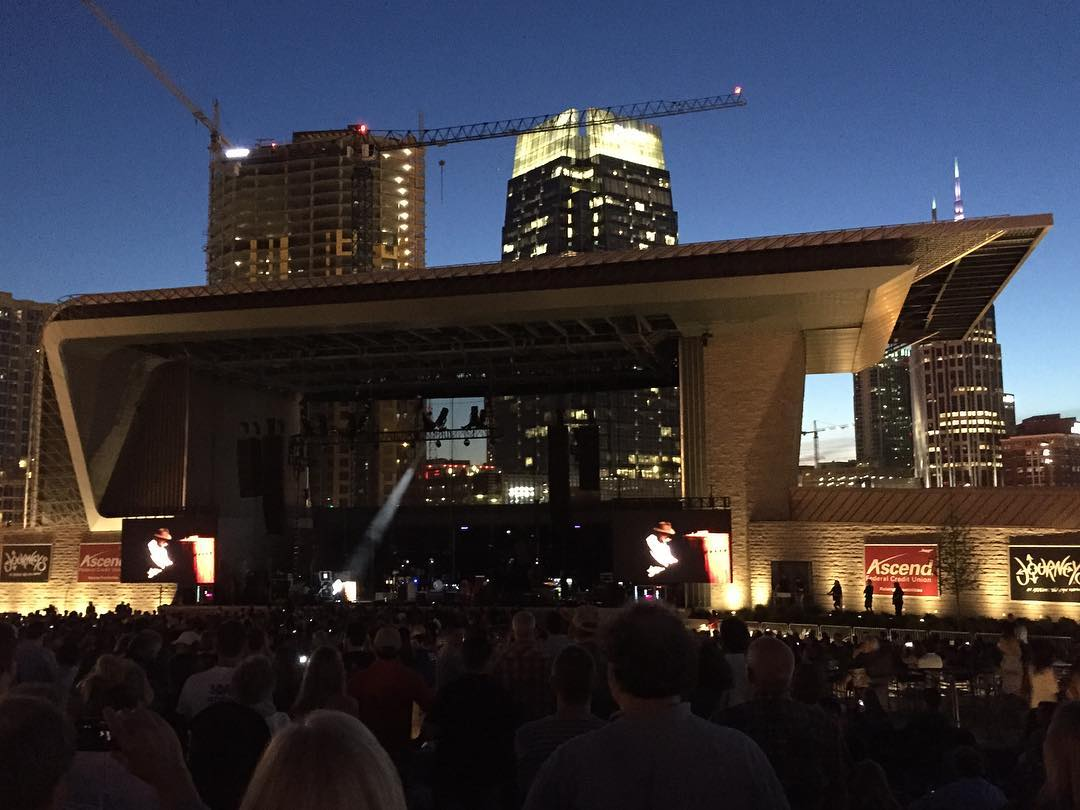 #neilyoung #downtownnashville